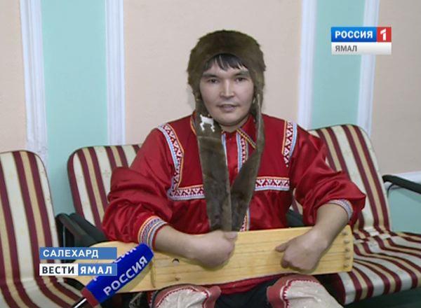 Валентин Вальгамов играет на нарасъюхе