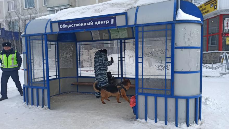 В Ноябрьске оставленный на остановке бесхозный предмет «поднял на уши» все экстренный службы
