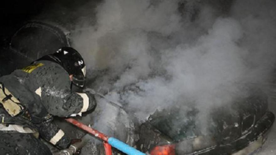 В Лабытнанги рано утром загорелся автомобиль