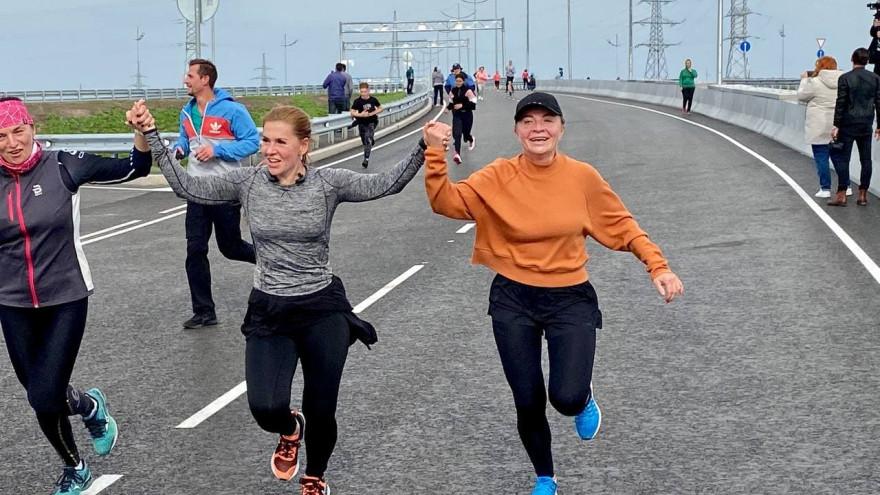 Спортсмены-любители первыми пробежали по транспортной развязке в Новом Уренгое