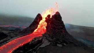В сети появилось красивейшее видео извержения спавшего 6 тысяч лет вулкана