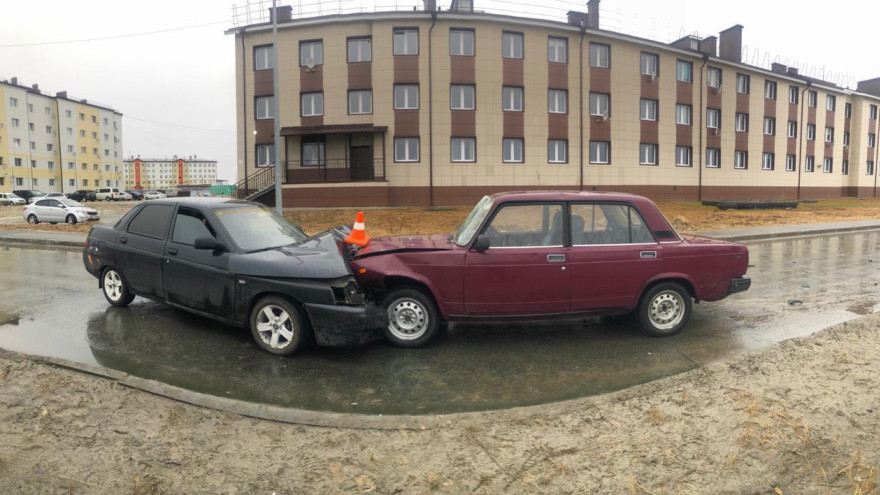 На Ямале водитель уснул за рулем и столкнулся с легковушкой