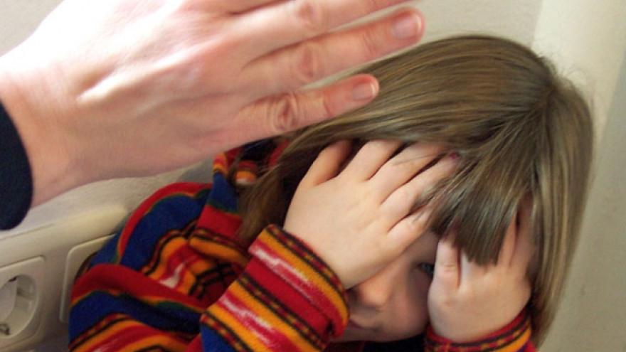 В Надыме осудили женщину, которая наносила побои дочери и оскорбляла полицейских