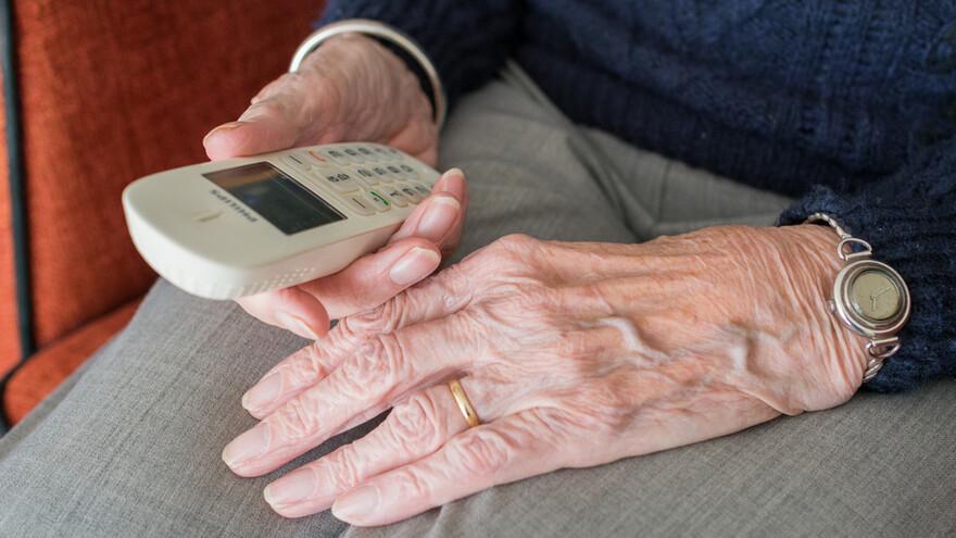 Мошенники оставили пенсионерку без сбережений: на Ямале у женщины украли больше миллиона рублей