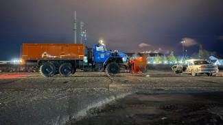 Грузовик раздавил легковушку на Ямале. Страшные кадры с места ДТП