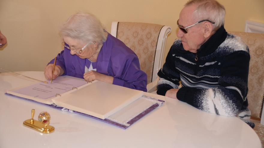 60 лет в гармонии и любви: на Ямале пара отметила бриллиантовую свадьбу