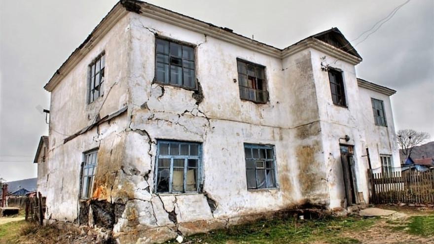 В ЯНАО семья 5 лет жила в аварийном доме и не могла добиться от властей новой квартиры
