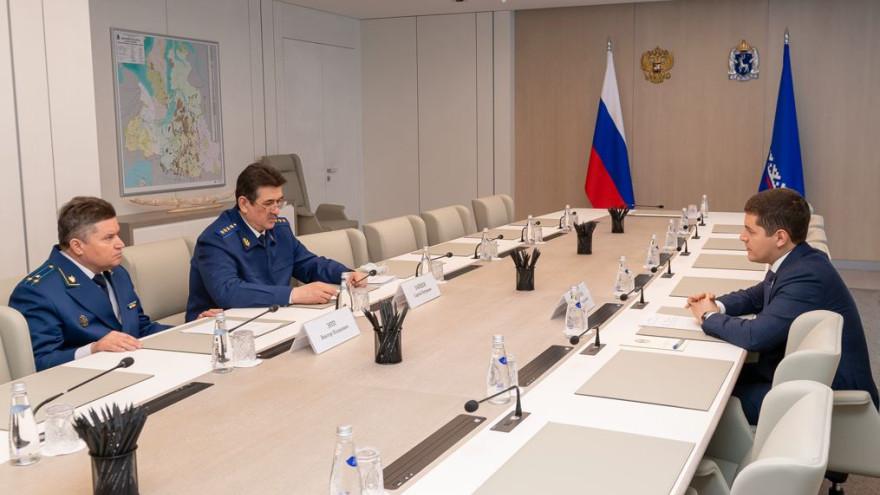 Губернатор обсудил с новым прокурором Ямала взаимодействие ведомства и правительства