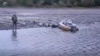 Сломался мотор: спасатели искали мужчину на реке в ЯНАО