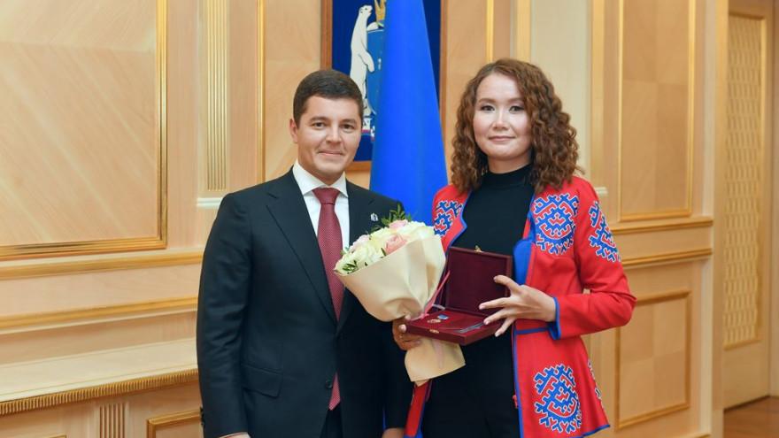 Дмитрий Артюхов вручил жителям Ямала награды за вклад в развитие страны и округа