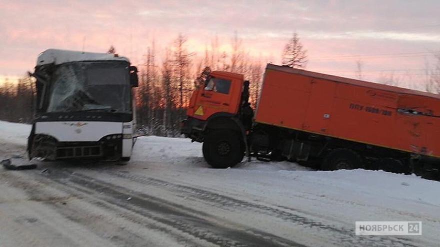Столкновение автобуса с КАМАЗом под Ноябрьском, есть пострадавшие