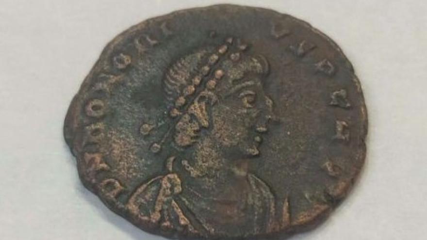 На заметку нумизматам: на Ямале мужчина выставил на продажу внушительную коллекцию древнейших монет