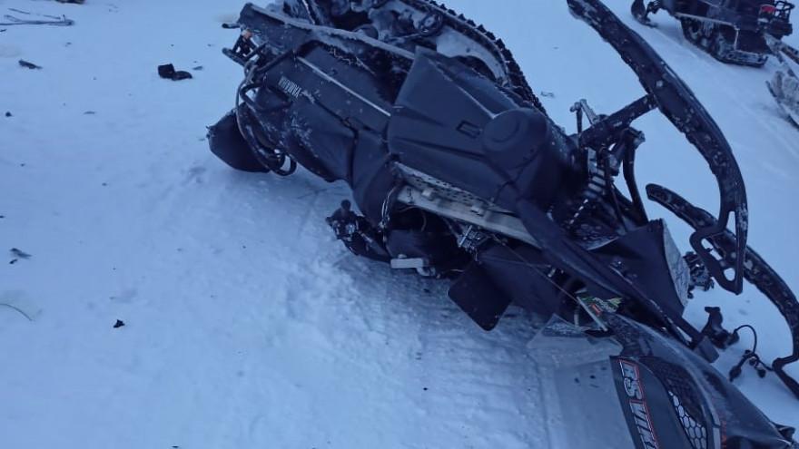 Перевернулся на снегоходе: в Тазовском районе госпитализировали мужчину (ФОТО)