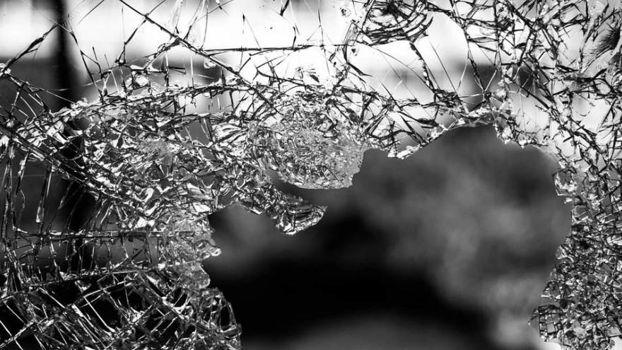 В Ноябрьске молодые парни залезли в чужую квартиру, и путем избиений и угроз «обчистили» двоих мужчин