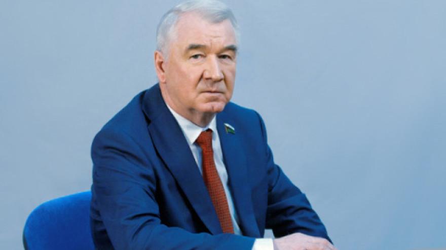 Председатель Тюменской облдумы Сергей Корепанов поздравил работников флота с профессиональным праздником