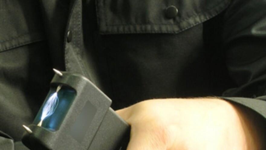 Бывшие салехардские полицейские заплатят полмиллиона рублей за пытки человека электрошокером