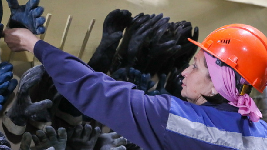 Минпромторг: свыше 40% работников российской промышленности составляют женщины