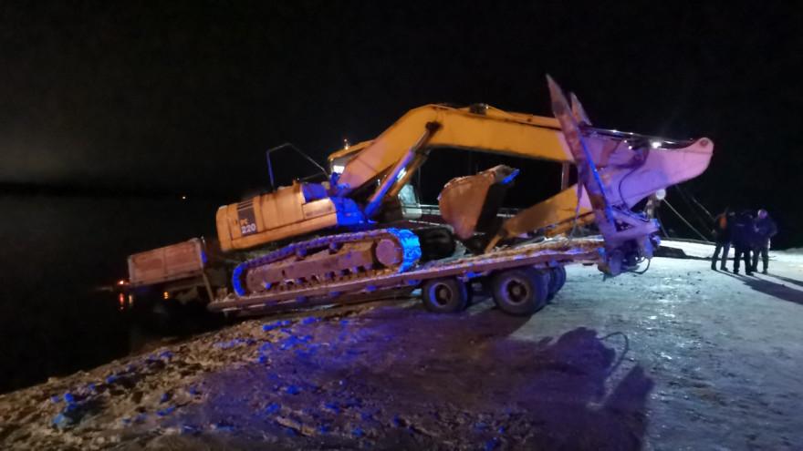 На переправе Салехард - Лабытнанги ушёл под воду грузовик
