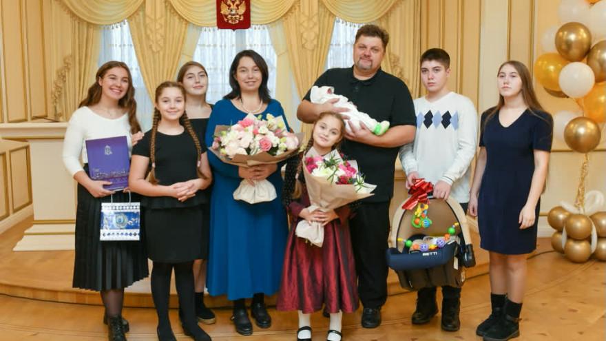Сергей Ямкин поздравил ямальцев с Днем семьи, любви и верности