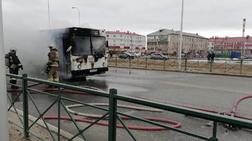 На Ямале следователи начали проверку после пожара в автобусе с пассажирами