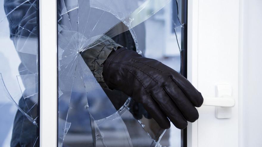 Житель Салехарда ограбил магазин и попытался угнать машину
