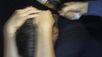 Бутылкой по голове: на Ямале в подъезде жилого дома обнаружен труп