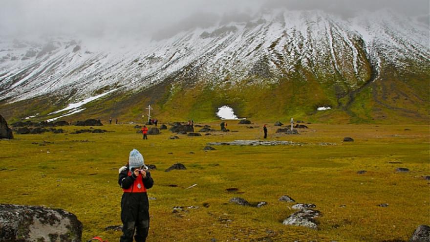 Ученые «Русской Арктики» высадились на мысе Флора