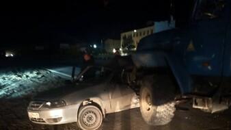 Автомобиль всмятку. «Урал» раздавил легковушку на Ямале