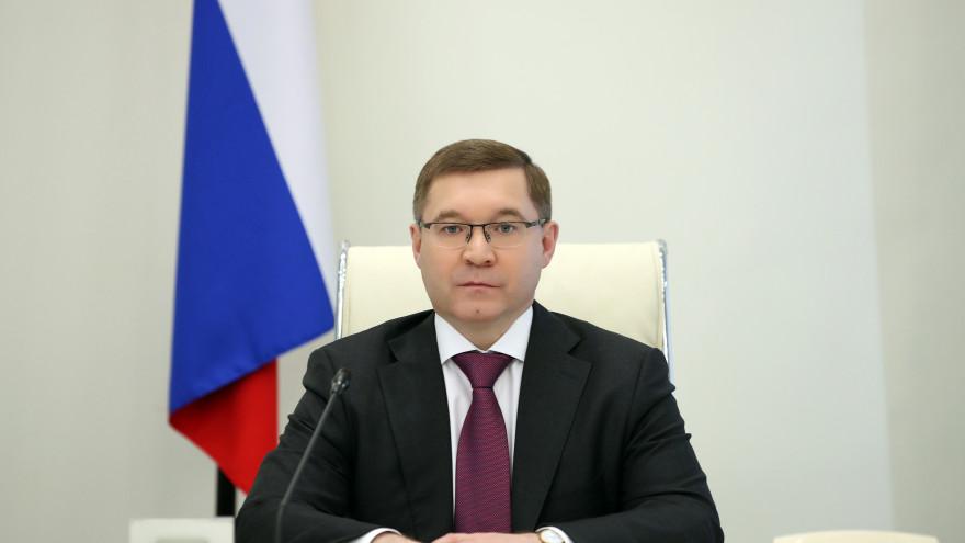 Владимир Якушев поздравил жителей Уральского федерального округа с Днём весны и труда
