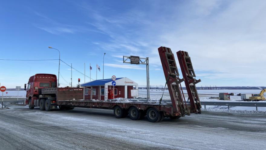 Машины не проедут: дорожники назвали дату закрытия переправы Салехард - Лабытнанги
