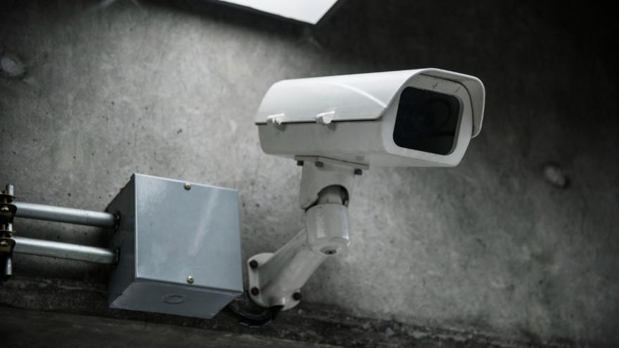 По камерам видеонаблюдения в Салехарде удалось установить грабителя и наркосбытчиков
