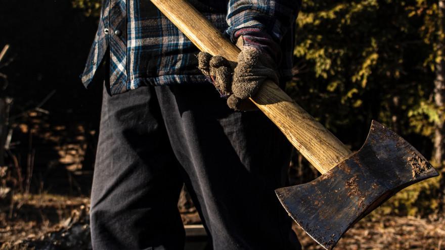 Кровавая бойня: в Новом Уренгое на мужчину напали с топором