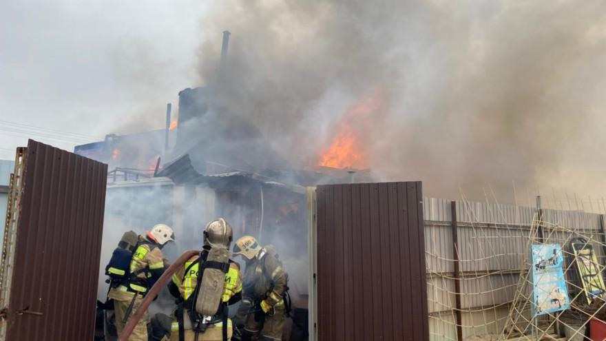 Сгорел дом и имущество: 2 человека пострадали в результате серьёзного пожара в ЯНАО