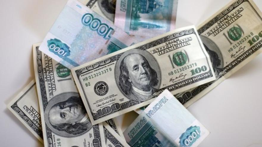 Вернулся в март. Курс доллара превысил 60 рублей