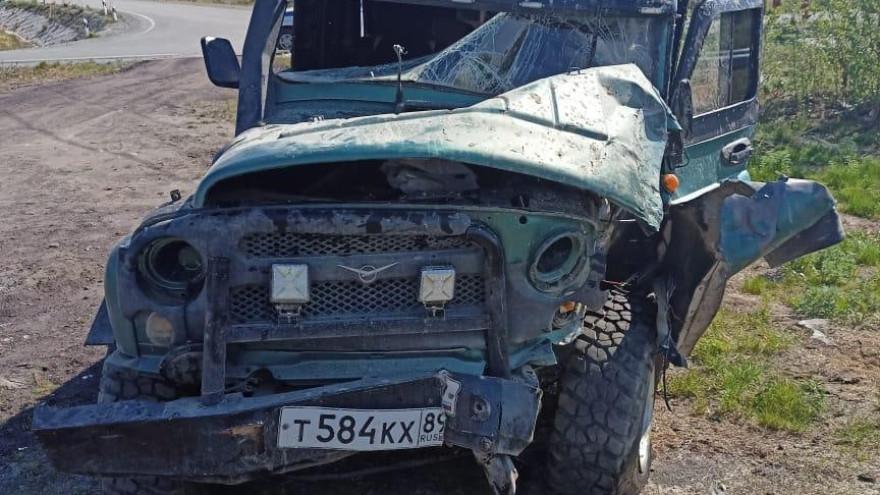 На Ямале «УАЗ» влетел в бетонный столб: пострадал водитель