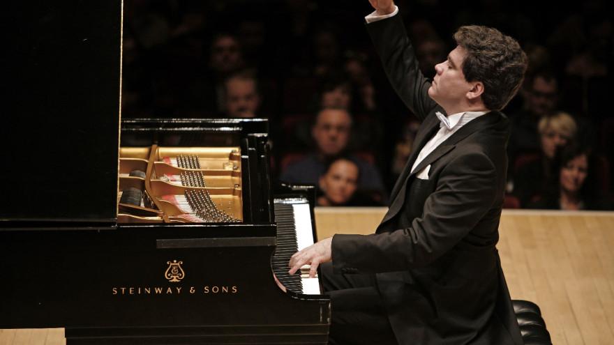 Известный пианист Денис Мацуев приедет на Ямал с победительницами конкурса «Синяя птица»