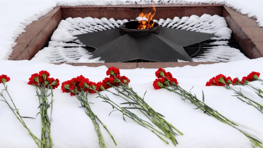 Из-за мороза в Ноябрьске перестал гореть Вечный огонь
