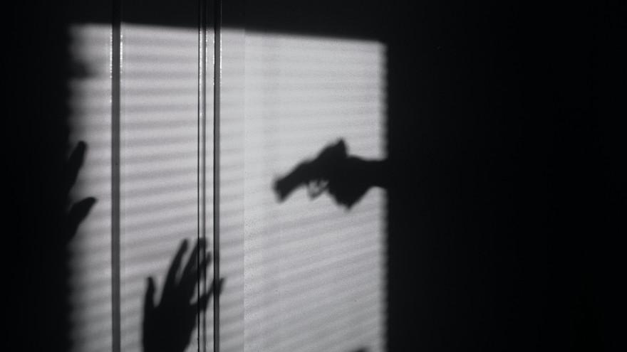 Решил, что убил жену и застрелился: страшная трагедия потрясла Салехард