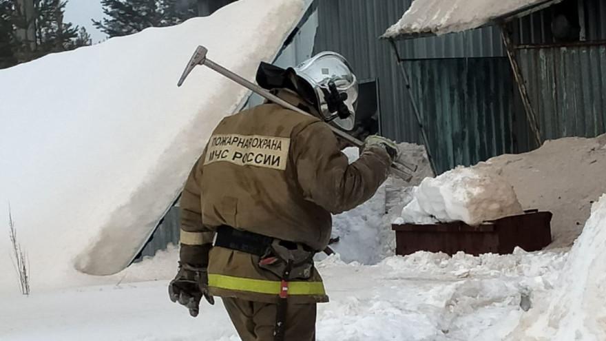 В одном из микрорайонов Ноябрьска произошел крупный пожар