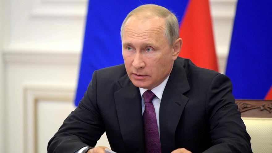 Владимир Путин сравнил работу болеющих коронавирусом медиков с подвигами времён Великой Отечественной