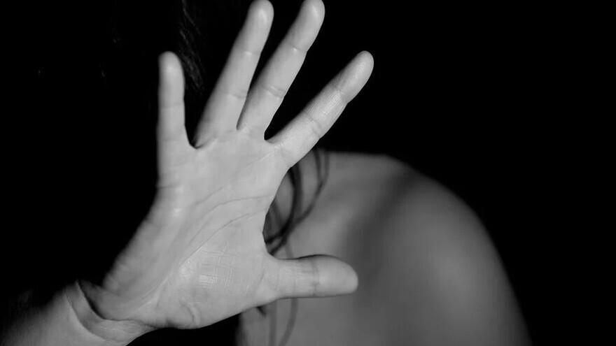 На Ямале мужчина обворовал подругу и, боясь быть пойманным, до смерти ее избил