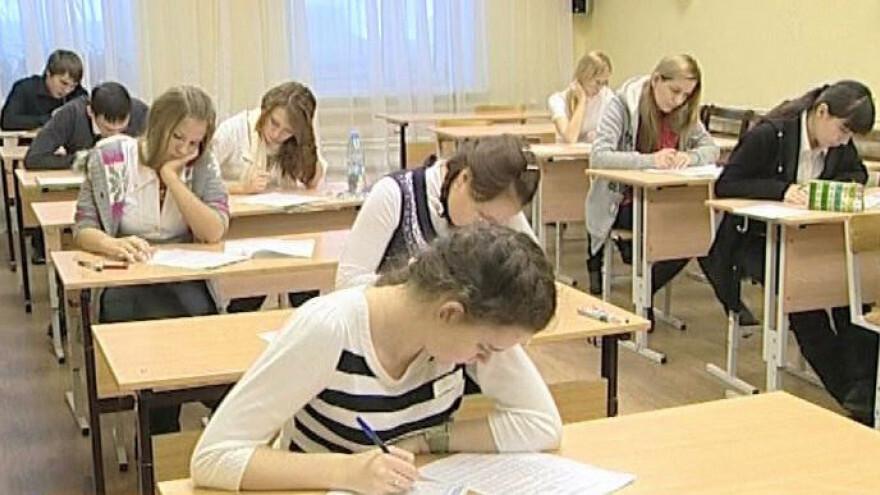 В День студента Дмитрий Артюхов принял решение увеличить губернаторскую стипендию в 10 раз