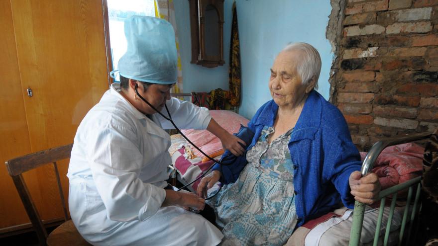 Минздрав предложил выплатить подъемные в 500 тысяч рублей для сельских медсестер
