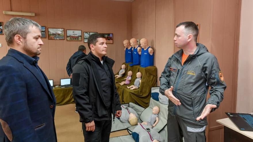Дмитрий Артюхов пообщался с поисковиками и побывал на лыжной базе в Надыме