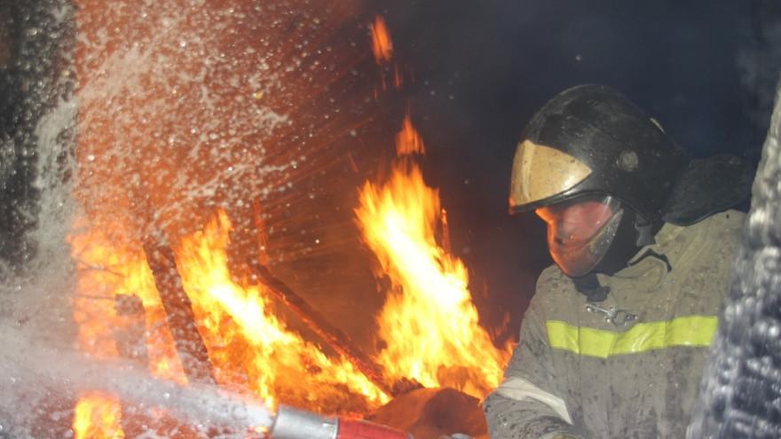 В ямальском посёлке загорелся жилой дом
