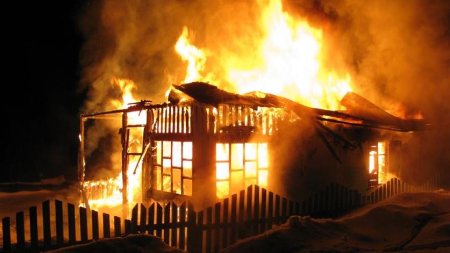 В Губкинском дотла сгорел дом