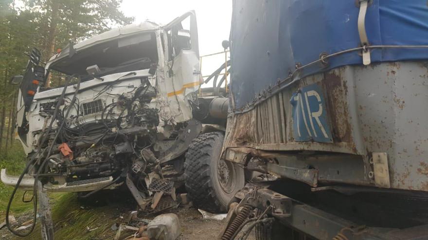 На трассе Сургут – Салехард у грузовика оторвался прицеп и снес КАМАЗ