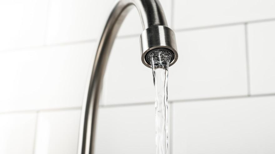 В ЯНАО коммунальщиков наказали за грязную питьевую воду