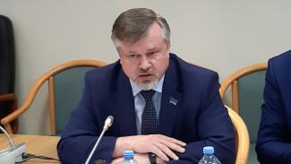 Виктор Казарин отметил важность сохранения доступности авиасообщения на Ямале