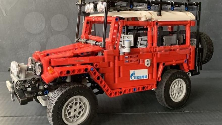 Житель Салехарда продает восемь «люксовых» LEGO-автомобилей за 100 тысяч рублей